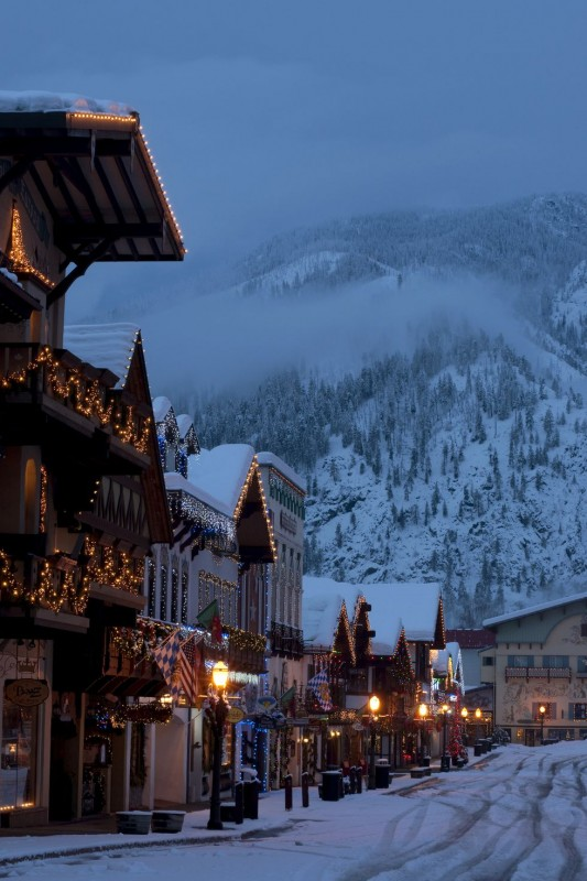 The Most Festive Christmas Towns In America - Amazing ...